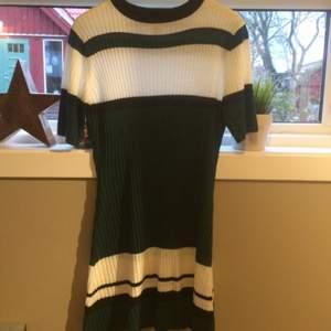 Stickad klänning från Nelly  Använd 2ggr