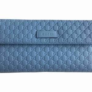 Äkta Gucci Wallet  Har köpte 1,5 år men använd lite  Som nya Ingen smutsiga och skadad Pris 695$ Skickas box and card  Träffas och hämta eller skicka vid behov