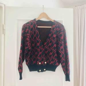 Köpt second hand! Materialet är 100% ull så den är varm! Möts upp i Stockholm eller så betalar köparen för frakt!! 🐒📮💌