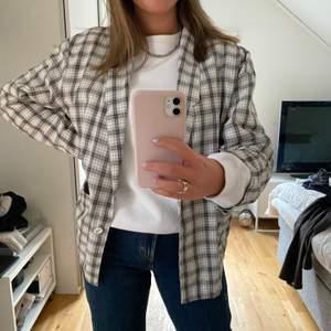 Säljer denna coola flanellskjortan! Har köpt den secondhand så vet inte var det kommer ifrån, 150 kr inkl frakt!