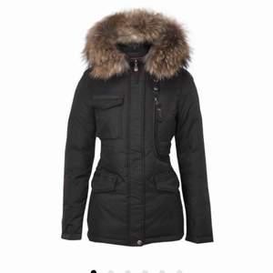 Säljer min hollies jacka. Den är fin och inga märken. Det går bra att mötas upp eller frakta den.