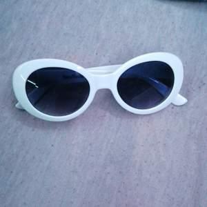 Säljer mina clouth goggles för jag inte använder dem längre. Kan frakta men köparen står för frakten.