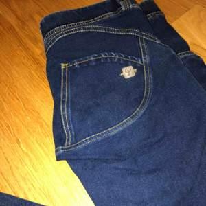 Helt nya Frddy wr up byxor full längd. Köpta nyligen på Freddystore. Använda en gång. Hela o rena. Nypris ca 800kr. Kan skickas mot fraktkostnad på ca 55kr😊