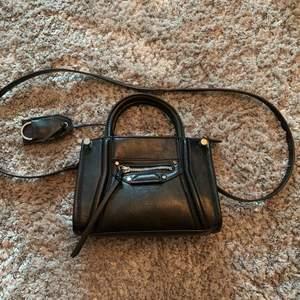 Balenciaga liknande väska. Aldrig använd.