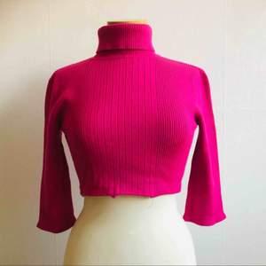 Mycket fin tröja, croppad med polokrage. kortare ärmar. XS.