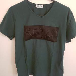 Kenzo Paris T-shirt. Ej äkta. Använt ca 2-3 gånger. (+ 36kr frakt)