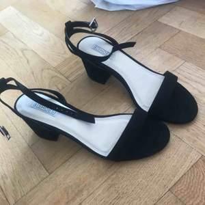Superfina och helt oanvända skor från Nelly storlek 37.