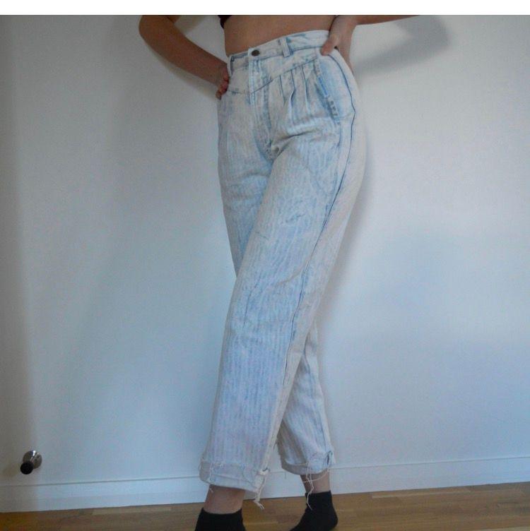 Säljes pga de tyvärr inte kommer till användning, sitter supersnyggt! Fraktar gärna och då delar vi självklart på frakten🥰🥰. Jeans & Byxor.