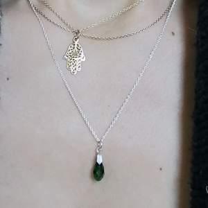 Silver halsband med grönt hänge. Använd enstaka gång (äkta silver) 💞