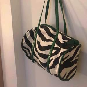 Jättefin zebra handväska. 39kr frakt🖤🤍
