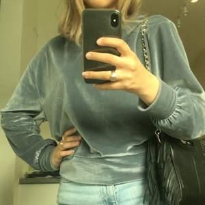 Jättefin sammets (inte äkta tho) tröja från Zara, älskar den men är lite stor. Köpt på Plick, minns ek storlek men skulle gissa på XS-S. Köparen står för frakten!💞💞