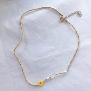 Säljer jättefina handgjorda smycken. Kontakta mig för egen beställning🖤