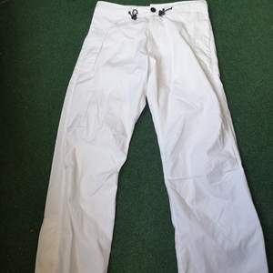 Fina vita byxor Priset inkluderar frakt och kan diskuteras vid snabb handel