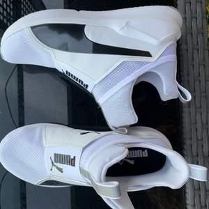 Riktigt snygga skor från PUMA! Helt oanvända✨ Köparen står för frakten.