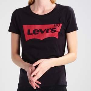 Levi's t-shirt. Storlek S, köpt på Levi's hemsida. Köpt för 249. Buda på🥰