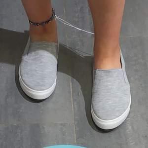 säljer mina sköna skor använda en sommar. har köpt nya nu därav säljer jag dessa. inte slitna. budgivning sker om många är intresserade