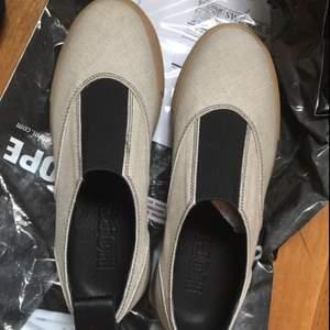 Helt nya skor från HOPE. Aldrig använda. Kostar 1800kr nypris