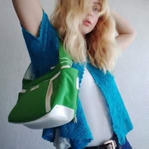 Vintage / 2000s söt grön axel väska från Kanada. Söta fack i.