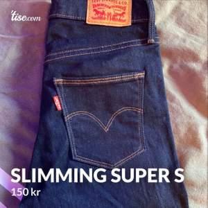 Säljer ett par slimming super skinny från Levis i strl 25 x 32