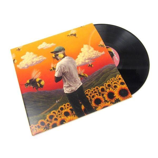 INTRESSEKOLL! Jag har Tyler the creator's flower boy album som vinylskivor som bara ligger i min byrålåda utan användning. Bild 3 ser ni vad som ingår, jag har inte kvar affischen men allt annat är kvar. Skulle kunna sälja för bra pris. Aldrig använd bara öppnad!. Övrigt.