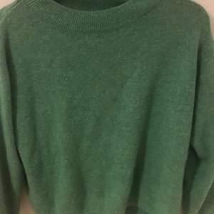 Stickad grön tröja