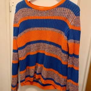 En helt otrolig tröja i fint skick som behöver ett nytt hem. Den är i storlek medium (40/42)