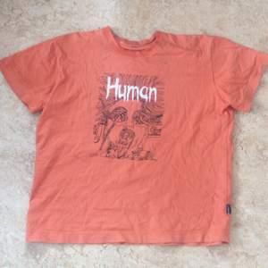 Orange t-shirt oversized
