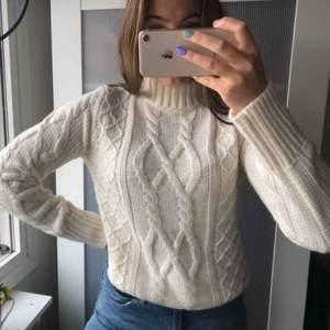 Super mysig stickad tröja, perfekt för vintern o hösten🥰 (aldrig använd) +frakt