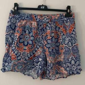 Shorts med mönster från KappAhl i storlek M. 100kr inklusive frakt