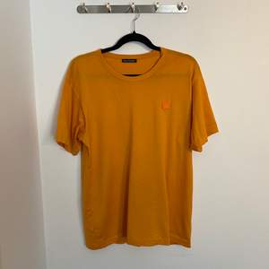 Acne Studios Face T-shirt. Inköpt på Acne Studios i Köpenhamn. Nypris 1000kr.