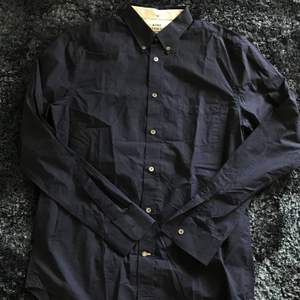 Acne Studios skjorta Strl: 48 - M Skick: 9/10 Pris: 750kr (Nypris: 1600kr, ej struken på bild!)