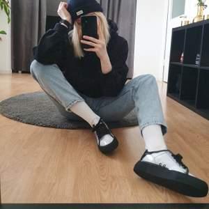Axel Arigato x Samsung clean 360 transparent. Limited edition sneakers, Dessa är nummer 58/200. Skorna är bara använda 1 gång utomhus. Är rengjorda och skicket är som nytt. Dust bag och original box ingår (bild nr3). Köparen står för frakt.