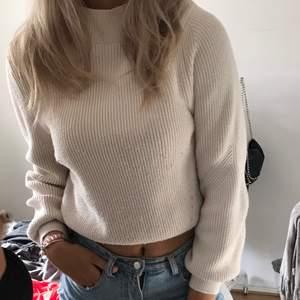 Tröja från Zara med hög krage 🦋 den perfekta beige färgen och ett underbart material, både snygg och mysig