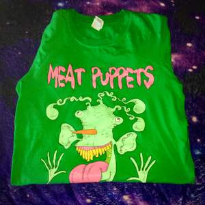 """Unik tröja med coolt """"Meat Puppets"""" tryck! I fint skick⛓🦠"""