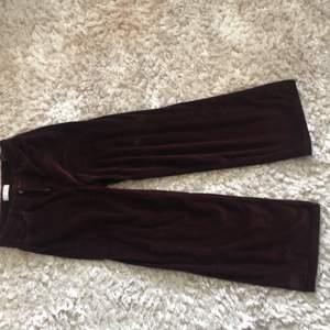 Ett par super snygga Manchester byxor från Zara. Jag säljer dem då jag behöver verkligen rensa garderoben! De är i bra skick!