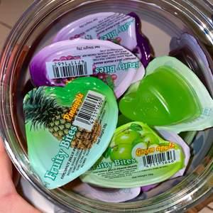 Tänkte kolla ifall någon eller några ville köpa jellycups eller jellystraws,som är ganska svåra att få tag i!!De kostar 5kr för en jellycup och 8kr för en jellystraw,om du köper något här och betalar över 90kr får du en på köpet! Konstakta oss✨