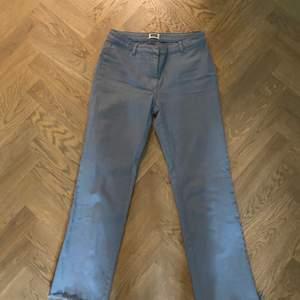 Ljusblåa jeans från weekday. Lågmidjade. Storlek 36/s