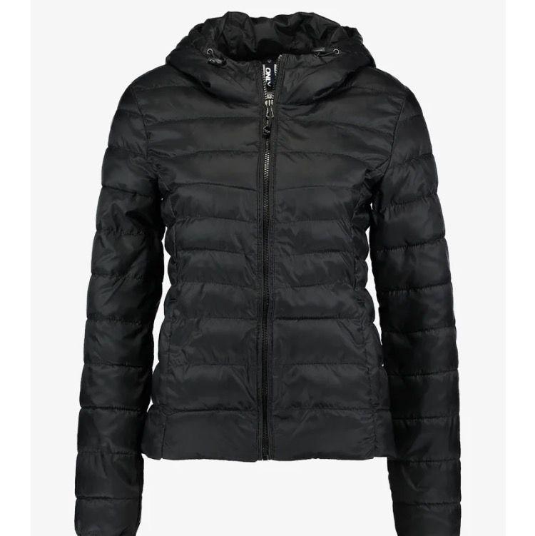 svart dunjacka i bra skick, skriv för fler bilder❤️ jag bjuder på frakten! den perfekta jackan för våren och hösten. Jackor.