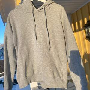 Helt vanlig grå hoodie från lager 157, perfekt basplagg i garderoben! Säljer pga att jag har 2💖