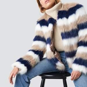 En faux fur jacka från NAKD! Linn Ahlborgs kollektion! Oanvänd pga fel storlek!