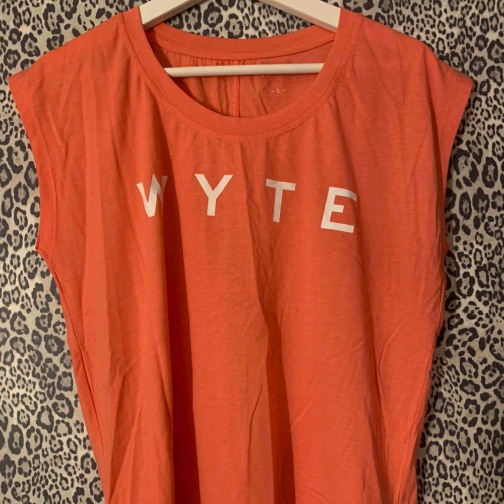 Tränings t-shirt från Wyte, aldrig använd!. T-shirts.