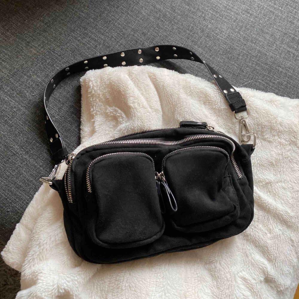Säljer min fina väska då jag behöver pengarna, Super bra skick! Endast Swish betalning, köparen står för frakt. Väskor.