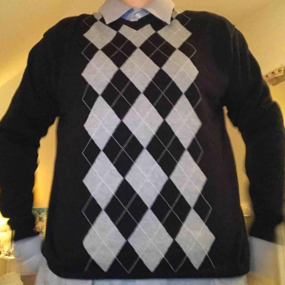 Jätte coola tröjan, använt många gånger men i bra skick . Tröjor & Koftor.