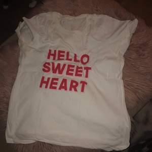 T-shirt med söt text 😍❣️💓.