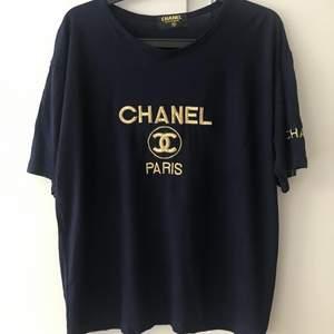 En Chanel T-shirt - aldrig använd