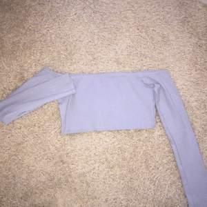 Ny Ribbed off shoulder top • Köparen betalar frakt. Ansvarar EJ för postens slarv.  • Undrar du nåt/har jag missat nåt? Ställ gärna frågor. (: Säljes endast pågrund av garderobsrensning