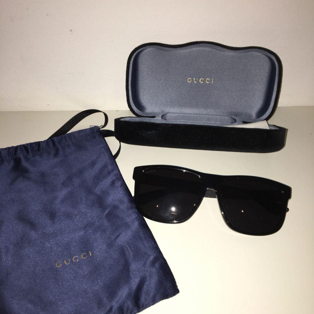 Gucci glassögon köpt i USA , kvitto finns på papper o digitalt . Accessoarer.