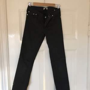 Jeans från Acne i modell Kex.