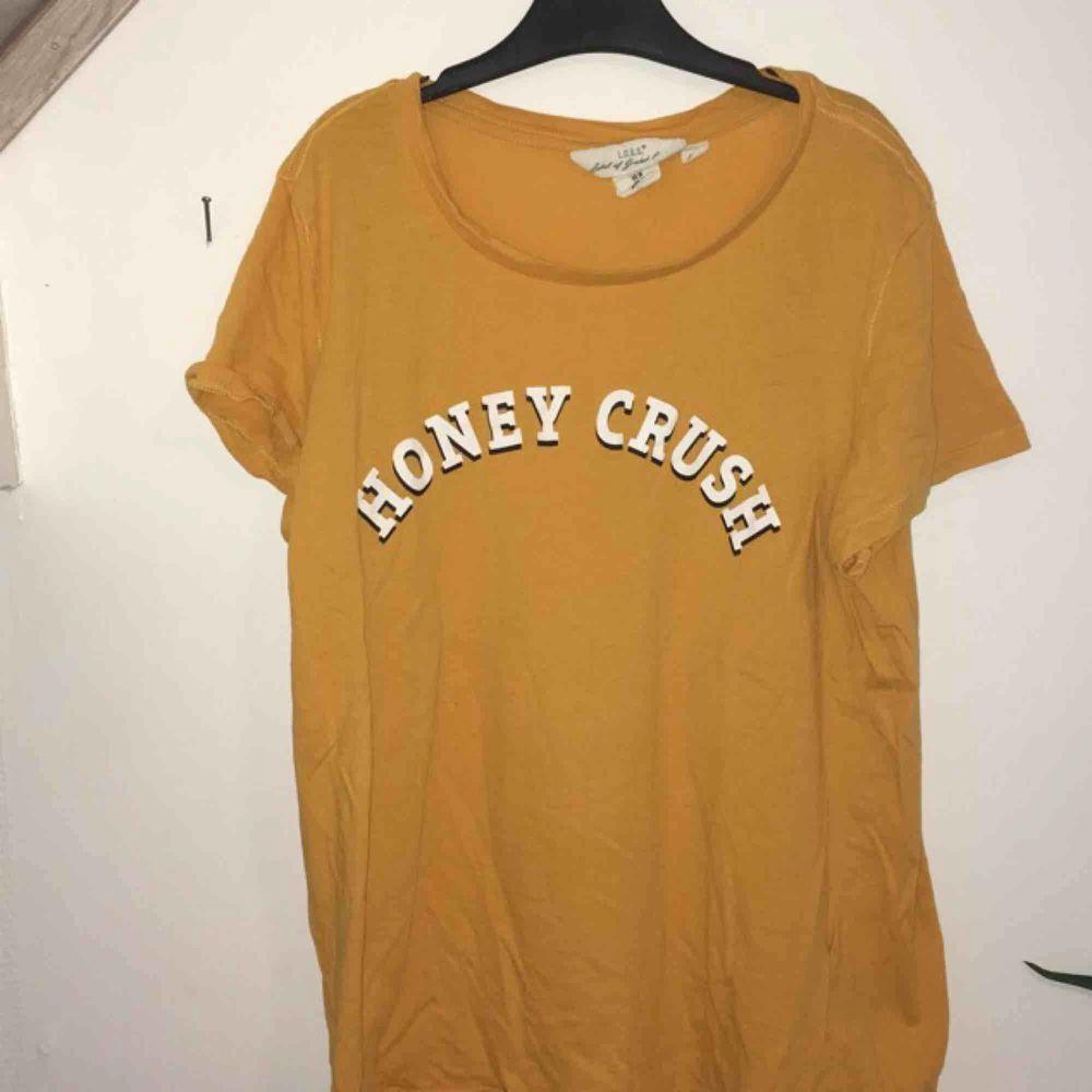 Säljer pågrund av att den aldrig används. . T-shirts.