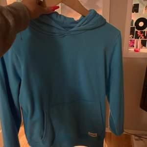 Fin turkos hoodie som inte kommer till så mkt användning, strl s/xs